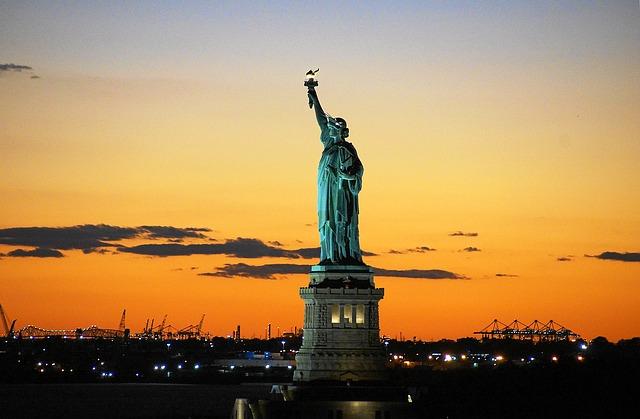 Darivanje kroz povjest - na slici se nalčazi kip slobode kao simbol darivanja kroz povijest.